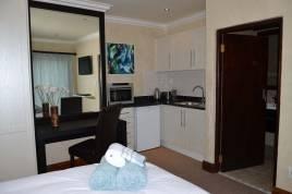 Century City Accommodation - Awali Lodge
