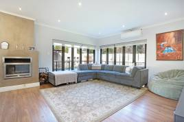 Century City Accommodation - Disa Luxury Home