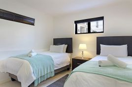 Century City Accommodation - Azure 33