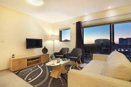 Century City Accommodation - Manhattan Suites 703