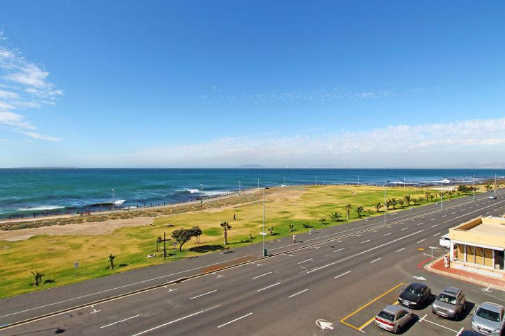 Mouille Point Accommodation - Westridge Sea View