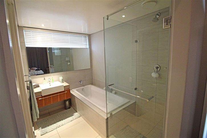 3521_1455531012-207110446_410-HB-Bathroom.jpg