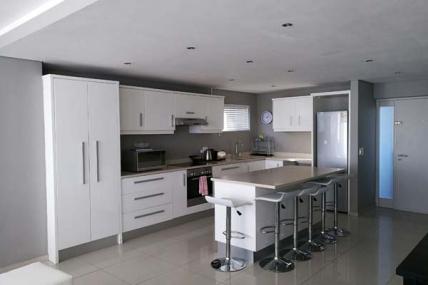 7243_1494337680-380182928_Kitchen.jpg
