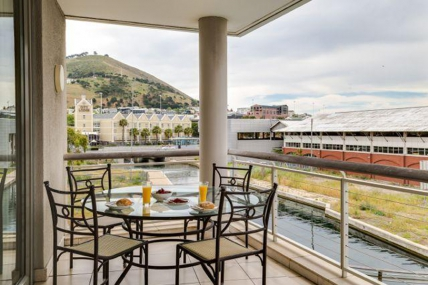 Cape Town Self Catering Accommodation - 301 Canal Quays