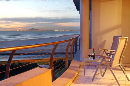 Cape Town Self Catering Accommodation - Lagoon Beach 221