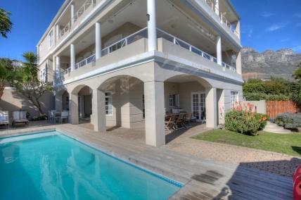 Cape Town Holiday Rentals - The Glen Villa
