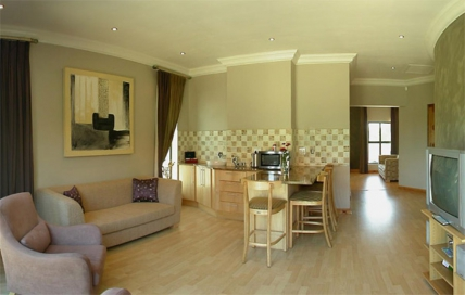 1763_1431336451-661442895_CL-Exec-flat-lounge-no2.jpg