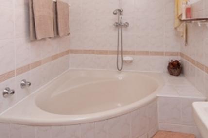 1796_1434372788-272234141_bathroom.jpg
