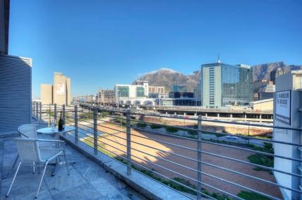 Cape Town Holiday Rentals - 515 Harbour Bridge