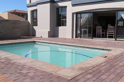 Cape Town Self Catering Accommodation - Alabaster Box B&B
