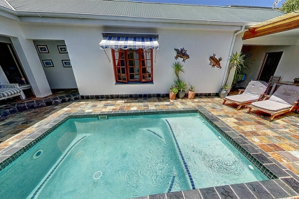 Cape Town Self Catering Accommodation - Baleia Guest Lodge