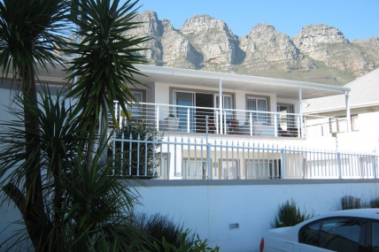 Cape Town Holiday Rentals - 61 on Camps Bay
