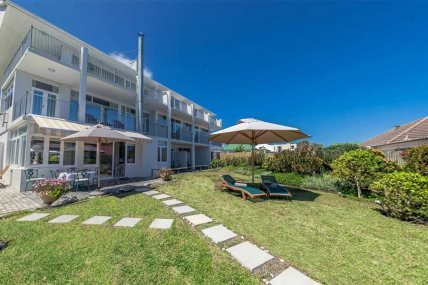 Cape Town Self Catering Accommodation - Hermanus Beach Villa