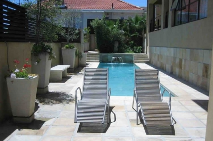 Cape Town Holiday Rentals - Ten On Joubert Guest House