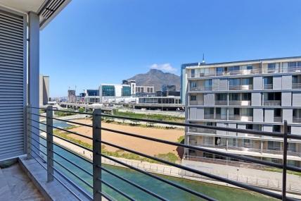 Cape Town Holiday Rental - Harbour Bridge 413