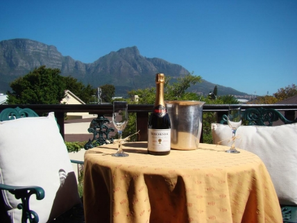 Cape Town Self Catering Accommodation - Harfield Guest Villa Self Catering