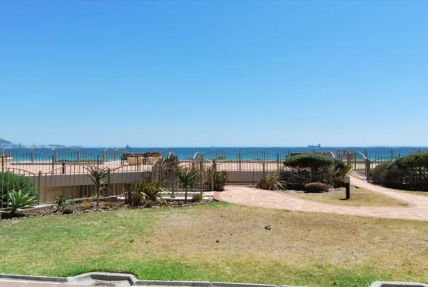 Lagoon Beach Apartments - Romantic Beachfront Bachelor