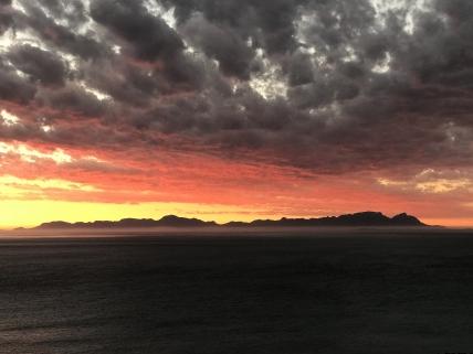 26511_1528269149-6691853976_02_Sunset_False_Bay_and_TablemountainBackside.jpg