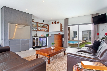 Bloubergstrand Self Catering – North Bay Villa