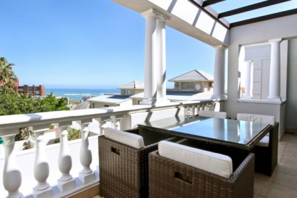 Camps Bay Self Catering – Strathmore Views Townhouse