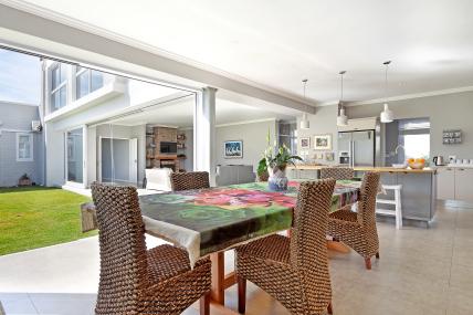 Bloubergstrand Self Catering – Verkouteren Huis