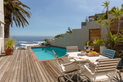 Camps Bay Self Catering – Beach Steps