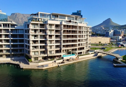 Cape Town Holiday Rental - 404 Canal Quays Apartment on Waterfront