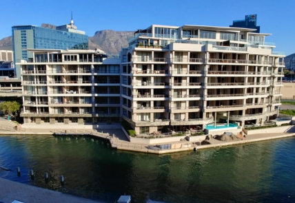 Cape Town Self Catering Accommodation - 506 Canal Quays Apartment on Waterfront