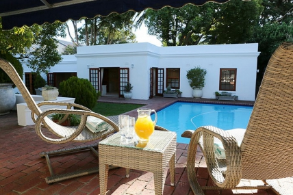 Cape Town Self Catering Accommodation - CGS - Pool Side Apartment