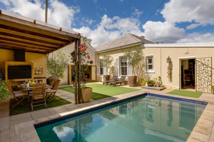 Cape Town Self Catering Accommodation - 27 Burnside