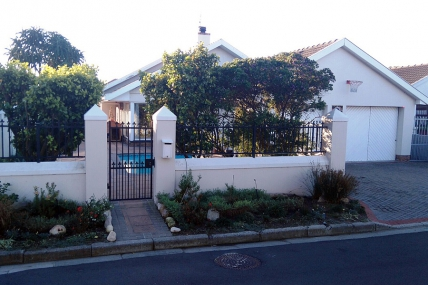 Cape Town Holiday Rentals - Lakeside Rest