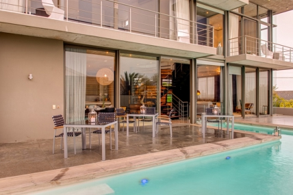 Cape Town Holiday Rentals - Retreat on Hove