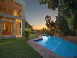 Camps Bay Self Catering – 100 Geneva Drive