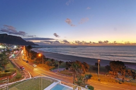 Camps Bay Self Catering – 15 Views Penthouse