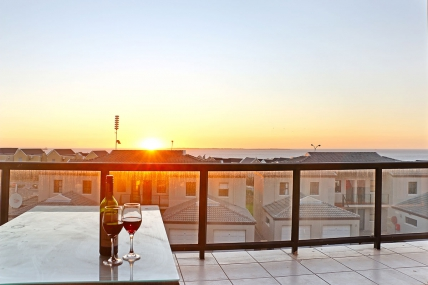 Cape Town Holiday Rentals - Waves Edge D11