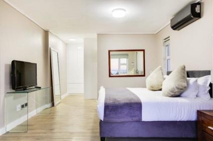 3472_1538642212-5620710714_houghton-views-houghton-views-master-bedroom-50882145-960x640.jpg