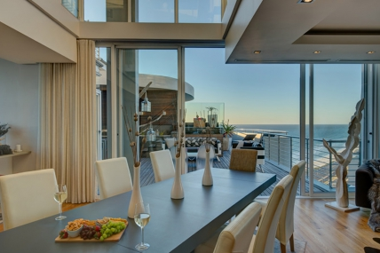 Cape Town Self Catering Accommodation - The Penthouse on Beach