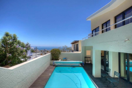 Cape Town Holiday Rentals - 15 Avenue, Deeling Court