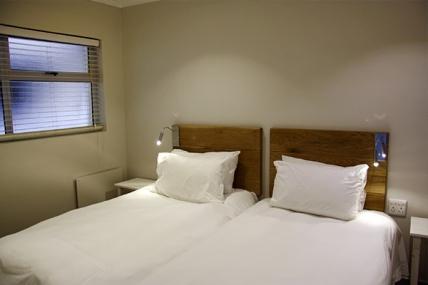 470_1421915413-892835457_bedroom2.jpg
