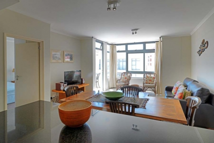 Cape Town Holiday Rental - Surfers Corner - 1 Bedroom Courtyard Facing