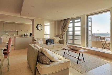 Cape Town Holiday Rental - Surfers Corner - 3 Bedroom Sea Facing