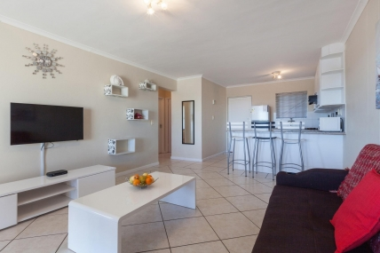 Cape Town Self Catering Accommodation - B4 Century on Lake