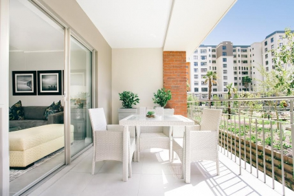 Cape Town Self Catering Accommodation - Apartments on Century Deluxe Mayfair