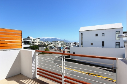 Bloubergstrand Self Catering – Azure 24