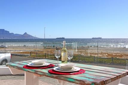 Bloubergstrand Self Catering – 100 Beach Crescent