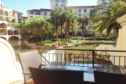 Canal Walk Accommodation - ILLA Island Club One Bedroom