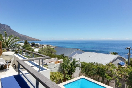 Cape Town Self Catering Accommodation - Jumeirah Blue