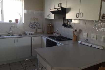 Cape Town Holiday Rental - F2 Island View