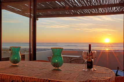 Cape Town Holiday Rental - 90 Beach Road