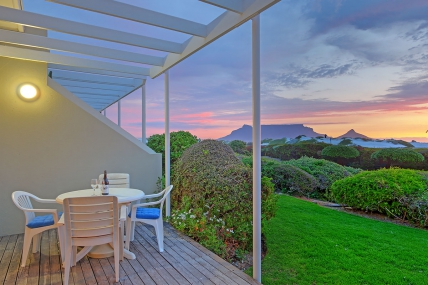 Cape Town Self Catering Accommodation - Dolphin Beach E18